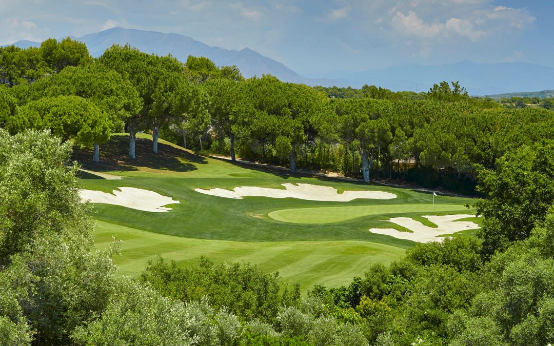 When is the best time to play golf in Spain?